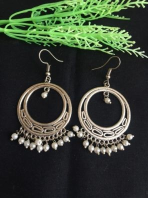 oxidized earring with pearl