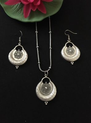Silver pendant For Women