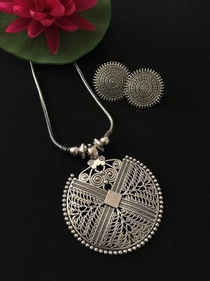 Silver pendant set for women