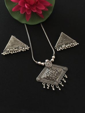 Tribal Pendant Set