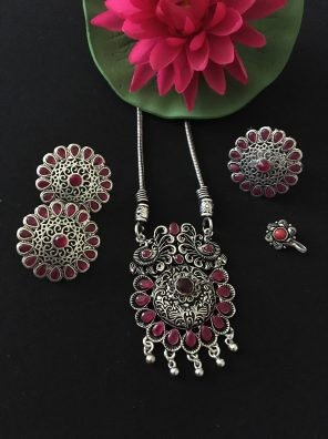 Pink necklace set for women